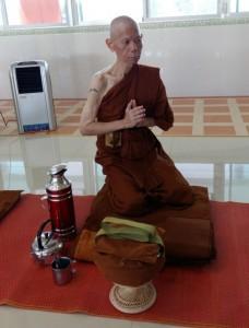 monks-preparation-for-meal01