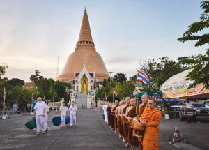Morning alms at Nakhon Pathom Chedi